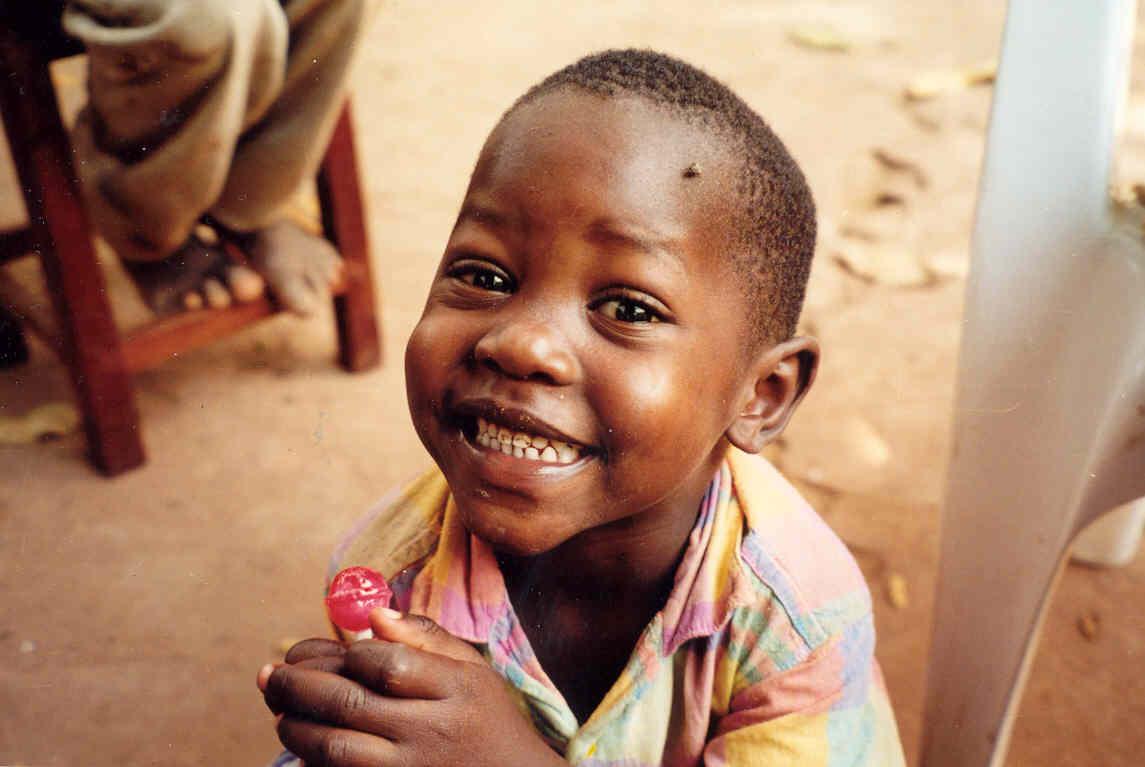 Warmste Week 2020, de kleine Walter in Kigoma, Tanzania waar we het Maendeleo Jeugdcentrum ondersteunen