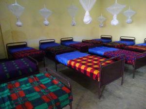 Nieuwe bedden - Caraes Butare Rwanda