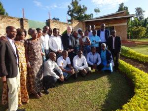 Br. Stockman met medewerkers bij Caraes Butare Rwanda