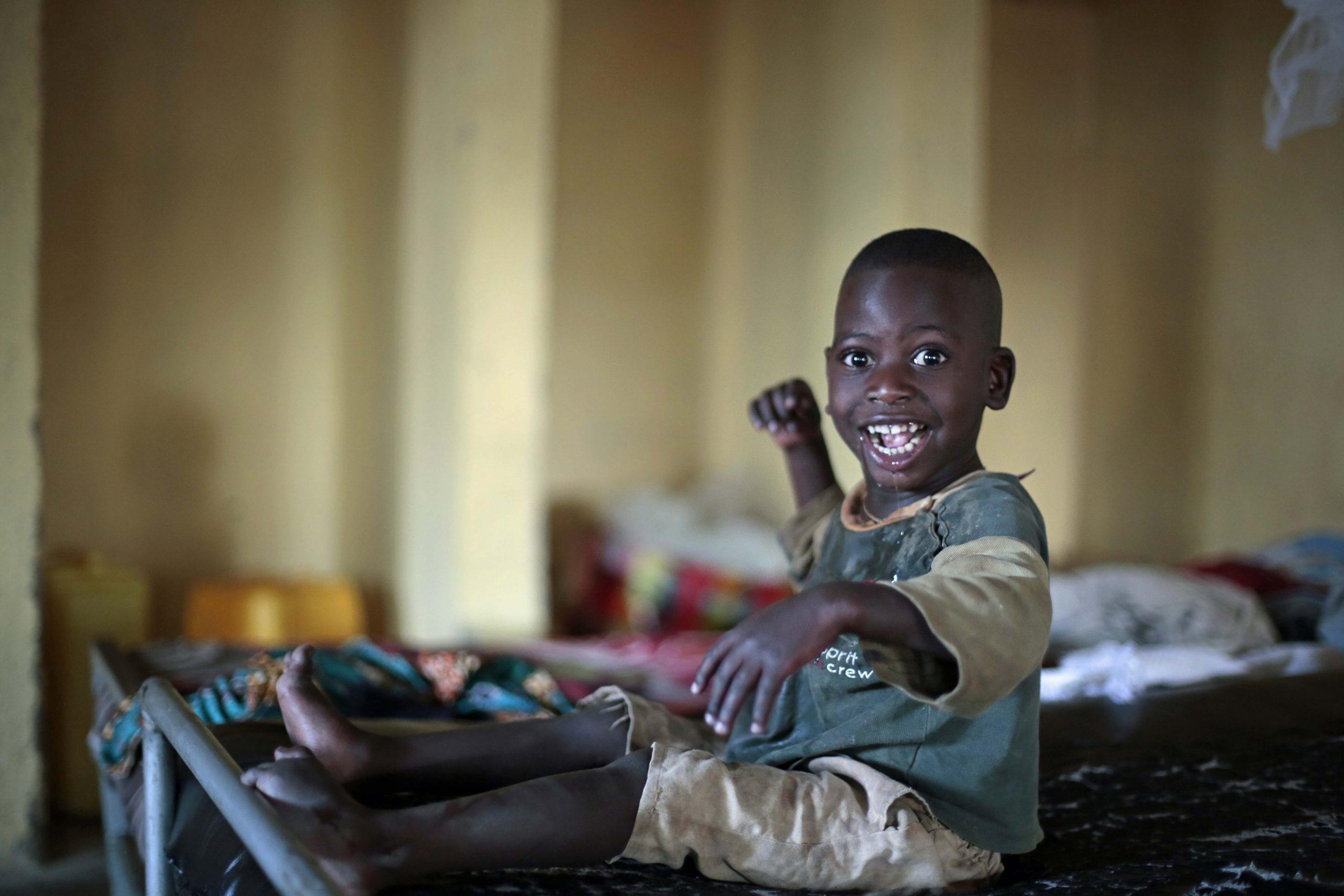 Testament legaten Fracarita Belgium - Jongen op bed hospitalisatie - Gatagara - Rwanda