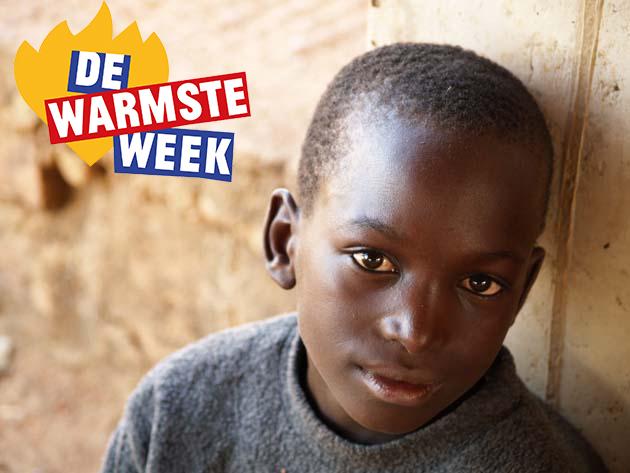 Logo Warmste Week - Straatkind die begeleiding krijgt in Maendeleo Jeugdcentrum, Kigoma, Tanzania