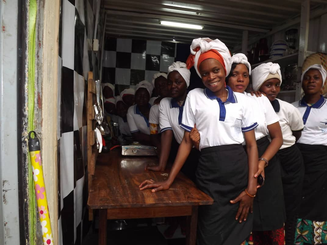 Internationale Vrouwendag - meisjes in Wasichana, deelproject Maendeleo Jeugdcentrum, Kigoma, Tanzania