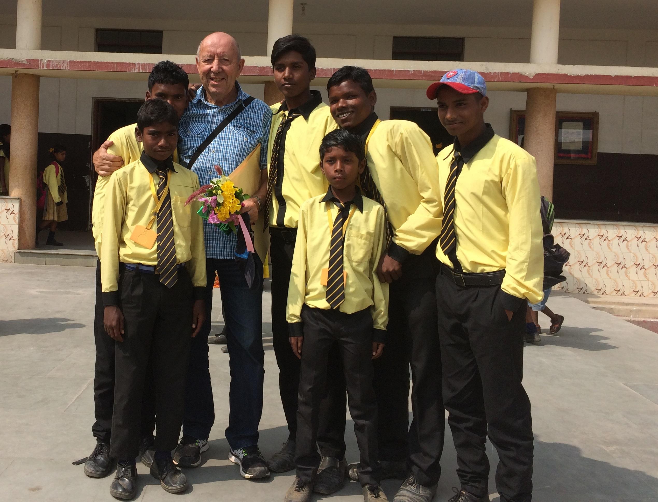 André Ornelis, oud-directeur basisschool Sint-Medardus, Ursel. Zuidacties 'Smile Simalia' en 'Respect Chhoti', India.